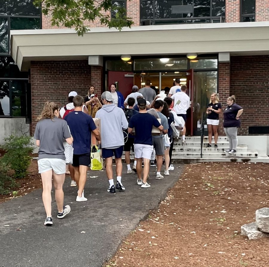 Saint Anselm Student volunteers help move members of the class of 2025 into Joan of Arc Hall