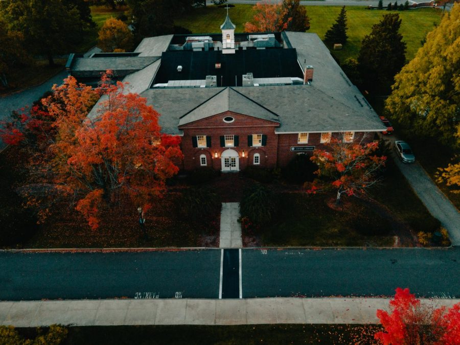 Drone footage of the Saint Anselm College Geisel Library, a hotspot of student activities